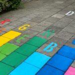 Kleurrijke stappen voor P.c.b. de Regenboog